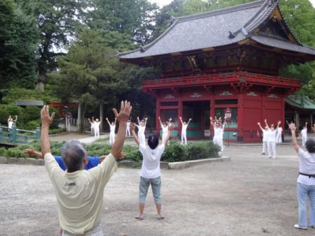 続けています「ラジオ体操」!!(根津神社会場にて・・・)
