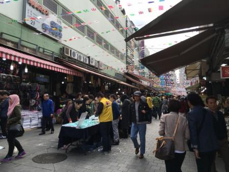 南大門市場にて・・・。(日韓親善協会 旅行最終日)
